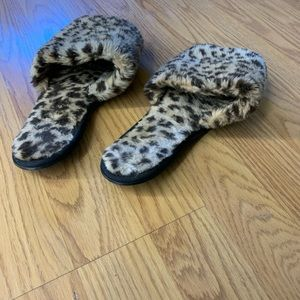 Victoria's Secret Shoes - Leopard slippers